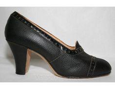 Pompe in pelle nera con dettaglio metallico - dimensioni 4.5 - scarpe - Flapper - scorte morte - tacco 3 pollici-28523 di ghiaia fine degli anni venti-1 di vintagevixen su Etsy