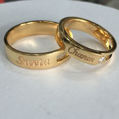 Wedding Ring With Name, Cool Wedding Rings, Wedding Ring Designs, Couple Rings Gold, Engagement Rings Couple, Gold Rings Jewelry, Jewelry Design Earrings, Gold Bangles, Couple Ring Design