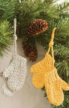 tree ornament- mittens... jazz up with sequins or beads