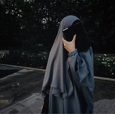 Image in Hicab collection by ᯽𝕔𝕒𝕟𝕕𝕪 𝕗𝕝𝕠𝕤𝕤᯽ on We Heart It Hijab Niqab, Muslim Hijab, Mode Hijab, Hijab Outfit, Hijabi Girl, Girl Hijab, Arab Girls, Muslim Girls, Islamic Fashion