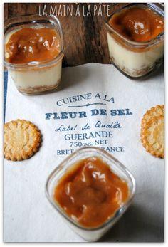 Cheesecakes au caramel au beurre salé {Multi-délices ou pas} - La main à la pâte Cheesecakes, Sweet Cakes, Biscuits, Food And Drink, Pudding, Sweets, Baking, Breakfast, Healthy