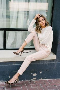 BLUSH COAT CRUSH Finding the perfect blush coat for fall. Clickable top five blush coat crush available, from the teddy coat to the modern trench. Ankle Pants Outfit, Pink Pants Outfit, Leopard Heels Outfit, Womens Ankle Pants, Blush Pink Outfit, Dress Pants, Harem Pants, Office Fashion, Work Fashion