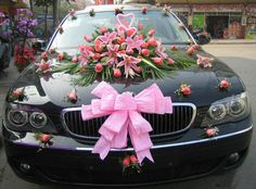 Decoration for wedding or bridal car usually people will use a pink ribbon and flower arrangements in the put on the front of the car Wedding Getaway Car, Wedding Limo, Dubai Wedding, Wedding Day, India Wedding, Toronto Wedding, Garden Wedding, Wedding Car Decorations, Flower Decorations