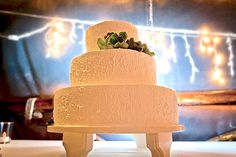Wedding cake with succulent cake topper | Real Green Wedding in Mexico | Green Bride Guide