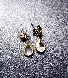 Vintage Teardrop Earrings glass metal retro by VickiesVintageroom