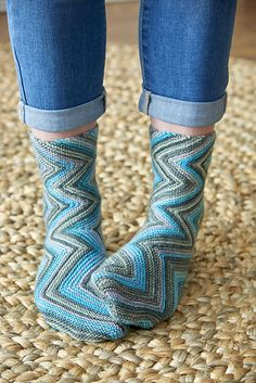 Do you love to buy self-striping yarns but are tired of using them for plain vanilla socks? Continuing to explore the theme I started with my Exotic Whirlpool socks (pattern is free at Ravelry.com), Smokey Zickzacks are anything but plain.