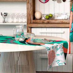 Dale a tu #mesa un toque primaveral todo el año  Encuentra este #camino de mesa #desigual en www.differentshop.es/manteles-y-caminos/6-margarita.html