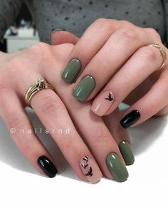 Image about girl in Nails / Nail Polish / Vernis / Manicure by Mouna DramaQueen Green Nails, Pink Nails, Oxblood Nails, Magenta Nails, Coffen Nails, Black Gel Nails, Gold Nail, Stylish Nails, Trendy Nails