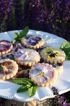 Imagine how you could start a meal with the edible flower summer rolls, as an appetizer and then finish the meal with these delectably beautiful pansy shortbread cookies. #StoneGable