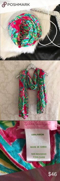 Lilly Pulitzer Oversized Jungle Tumble Scarf Lilly Pulitzer Lillian Oversized Scarf in Jungle Tumble. Blanket Scarf Vibes.  🛍Before you buy, I want you to know:   • CONDITION: very good used condition with no damages or flaws. Some wrinkles from being stored. 💖 Please ask any questions. I want you to love it!  💰15% off 2+ bundles ♥️ Pet & Smoke Free Home  📬 Usually ships in 1 business day Lilly Pulitzer Accessories Scarves & Wraps