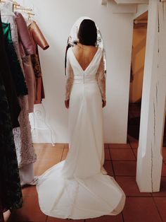 Backless bride dress