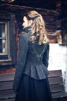 Frauen Jacken, Blazer & Mäntel - Trachten Jacken Mirabell Plummer Karl Lagerfeld, Bell Sleeves, Bell Sleeve Top, Blazer, Models, Neue Trends, Mantel, Victorian, Classic