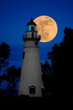 Marblehead, Ohio Supermoon by aaron shirk, via Lighthouse Pictures, Lighthouse Art, Marblehead Lighthouse, Marblehead Ohio, Catawba Island, Shoot The Moon, Beacon Of Light, Super Moon, Beautiful Moon