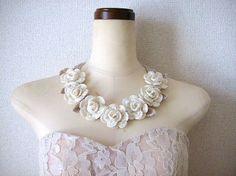 レース編み*薔薇のネックレス~オフホワイト Crochet Art, Crochet Flowers, Crochet Patterns, Textiles, Diy And Crafts, Crochet Earrings, Handmade Jewelry, Diy Projects, Knitting