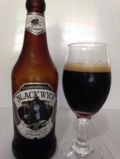 Cerveja Wychwood Black Wych, estilo Porter, produzida por Wychwood Brewery, Inglaterra. 5% ABV de álcool.