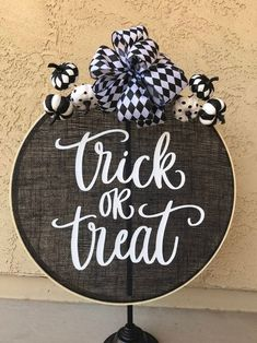 – Wreath For Front Door İdeas. Halloween Front Door Decorations, Halloween Front Doors, Halloween Home Decor, Halloween Signs, Holidays Halloween, Fall Halloween, Halloween Crafts, Halloween Wreaths, Halloween Items