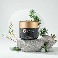 Stills Green Bijindo Kirei-Japanese Cosmetic on Behance Wedding Gift Basket Are you running short of Jewelry Photography, Photography Props, Creative Photography, Life Photography, Cosmetic Photography, Product Photography, Advertising Photography, Natural Cosmetics, Makeup Cosmetics