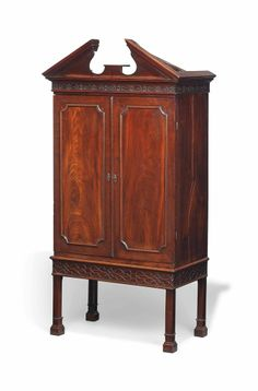A GEORGE III MAHOGANY COLLECTOR'S CABINET ON STAND LATE 18TH CENTURY, THE STAND LATE 19TH CENTURY