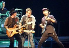 Tom Morello fills in for Steven van Zandt as the E Street Band tours Australia.  (Backstreets.com) Springsteen News