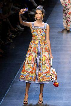 Prettiest Dresses From Milan Fashion Week Dolce & Gabbana. Pretty Dresses at Spring 2016 Milan Fashion Week-Elle Spring Dress TrendsDolce & Gabbana. Pretty Dresses at Spring 2016 Milan Fashion Week-Elle Spring Dress Trends Dolce & Gabbana, Dolce And Gabbana Dresses, Couture Fashion, Runway Fashion, Fashion Show, Fashion Design, Fashion Fashion, Spring Fashion, Moda Fashion