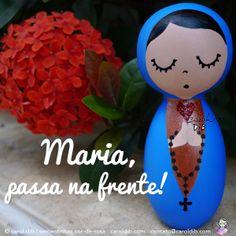 Maria passa na frente! Nossa Senhora bonequinha de madeira por Carol Dib | Estúdio Sementinhas Cor-de-Rosa. Encomendas: contato@caroldib.com.