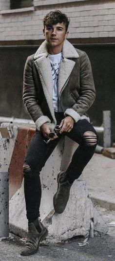 We all seek comfort when it comes to styling, and this urban pairing of a grey shearling jacket and black ripped skinny jeans is a vivid example of that. To bring a little zing to your outfit, complete your getup with grey suede chelsea boots. Mens Winter Fashion Trends, Winter Fashion Outfits, Mens Fashion, Fashion Black, Autumn Fashion, Men's Leather Jacket, Shearling Jacket, Leather Men, Leather Jackets