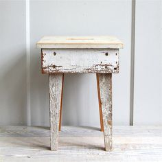 Rustic Vintage Industrial Shop Stool - LOVE! just wish shipping wasn't so expensive between France and the US... (from ethanollie)