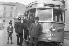LA BOGOTÁ DE ANTAÑO • Un tranvía eléctrico en el Parque Santander, al fondo el Jockey Club y a la derecha el Hotel Granada-