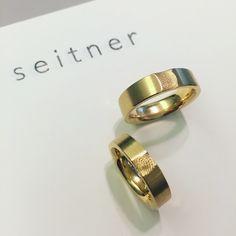 Eheringe mit Fingerabdrücken www.seitnerschmuckwerkstatt.com/eheringe Wedding Rings, Engagement Rings, Jewelry, Enagement Rings, Jewlery, Bijoux, Commitment Rings, Jewerly, Pave Engagement Rings