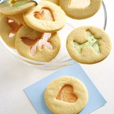 Step-by-step tut to achieve stained-glass effect on cookies Biscuit Bar, Biscuit Cookies, Fun Cookies, Biscuit Recipe, Cupcake Cookies, Biscotti Biscuits, Decorated Cookies, Cupcakes, Sweets Recipes