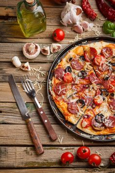 Pizza with salami by grafvision. Still life of pizza with salami and tomatoes Pizza with salami by grafvision. Still life of pizza with salami and tomatoes Pizza Foto, Comida Pizza, Pizza Recipes, Healthy Recipes, Pizza Life, Food Porn, Antipasto, Creative Food, Italian Recipes