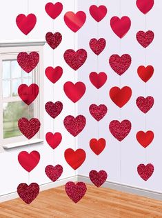 Straightforward Coronary heart Garland Tutorial made with strips of scrapbooking paper and Glue Do. Straightforward Coronary heart Garland Tutorial made with strips of scrapbooking paper and Glue Dots strips Engagement Decorations, Heart Decorations, Valentines Day Decorations, Valentines Day Party, Valentine Day Crafts, Holiday Crafts, Hanging Decorations, Diy Hanging, San Valentin Ideas