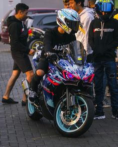 Sport Bike Helmets, Black Motorcycle Helmet, Yamaha Sport, Motorcycle Design, Motorcycle Outfit, Yamaha Motorcycles, Yamaha Yzf, Biker Photoshoot, Bike Sketch