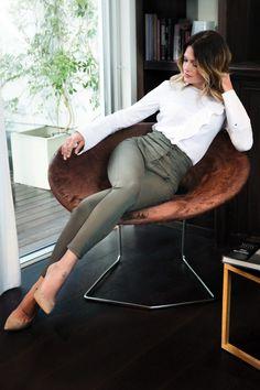 La marque Morgan annonçait début mars le lancement d'une collection capsule printemps-été 2017 avec la modeuse Caroline Receveur... Stilettos, Heels, Classy Outfits, Casual Outfits, Mode Lookbook, Professional Outfits, Elegant Outfit, Mode Outfits, Mode Style