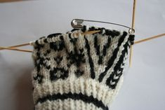 Hvordan strikke en Selbuvott. Mittens, Knit Crochet, Coin Purse, Wallet, Purses, Knitting, How To Make, Crocheting, Gloves