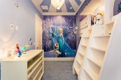 Frozen bedroom idea for girls. Every little girl would dream of this bedroom!