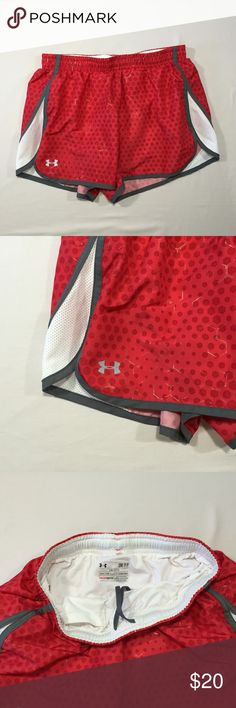 """Under Armor Heat Gear Semi-Fitted Shorts Size S Excellent pre-loved condition Semi-Fitted, built in underpants. 100% polyester Waist - 26"""" Length - 11"""" Inseam - 3"""" Under Armour Shorts"""