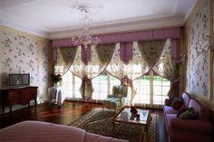 A stunning, oh-so-feminine bedroom! Jealous? Us? Never...