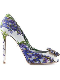 Purple and white floral print heels / shoes by DOLCE & GABBANA 'Bellucci K' pumps - (blooms, blossoms, posies, flowers, footwear) Pretty Shoes, Beautiful Shoes, Chic Chic, Crazy Shoes, Me Too Shoes, Stiletto Heels, High Heels, Stilettos, Floral Shoes