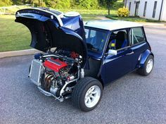 Mini with a B series Honda motor and AWD.This is NOT your mamma's mini! Mini Cooper Clasico, Classic Mini, Classic Cars, Vw Cabrio, Mini Morris, Automobile, Rm 1, Honda Motors, Mini S