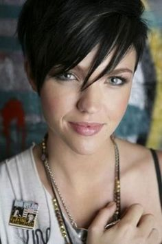 Funky short pixie haircut with long bangs ideas 109