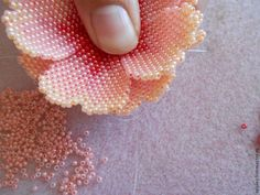 Beaded Flower tute with color shading & schemas. Translate. #Seed #Bead #Tutorials