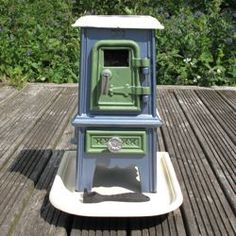 love the colours of this pipsqueak stove