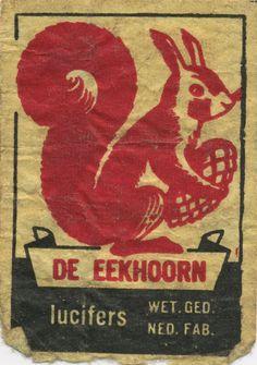 De Eekhoorn - The squirrel. Vintage matchbox label