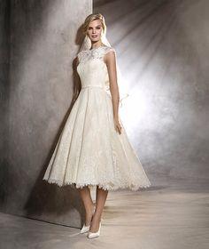OLGA - Short, lace, vintage-style wedding dress