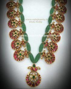 Traditional Bottu mala with kundan and uncut diamond bottu motifs strung in between gorgeous emerald beads from Vajra jewelers. Silver Jewellery Indian, Indian Wedding Jewelry, Gold Jewellery Design, Bridal Jewelry, Indian Bridal, Emerald Jewelry, Gold Jewelry, Beaded Jewelry, Beaded Necklace