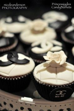 Chanel cupcakes will be served at my wedding. Chanel Cupcakes, Chanel Cake, Chanel Party, Coco Chanel, Chanel Black, Beautiful Cupcakes, Cute Cupcakes, Cupcake Cookies, Elegant Cupcakes