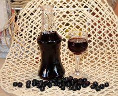 Λικέρ Αρώνια Red Wine, Liquor, Alcoholic Drinks, Glass, Food, Alcohol, Drinkware, Alcoholic Beverages, Corning Glass