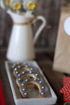 Kindergeburtstag Bibi Und Tina | http://Mummyandmini.com  kidsbirthday horse theme  Fotos, Konzept und Umsetzung: Jubeltage  Torte: Andrea Kargl  Deko-Artikel: Babymoments  und Little Party
