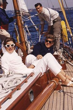 #JFK John F. Kennedy and Jaqueline Kennedy, Newport, 1962 #womensfashion #Mensfashion Sunglasses